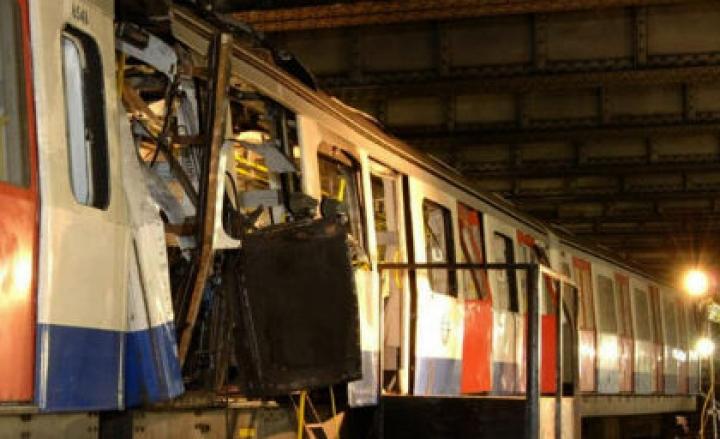Esplosione in metro, diversi feriti: