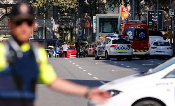 Attentato a Barcellona: almeno 2 morti. Tra i turisti anche italiani
