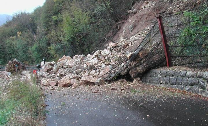 YOUTUBE Frana in Val Bregaglia: 200 sfollati, strada chiusa