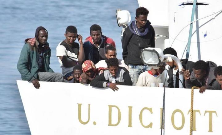 Papa Francesco manda i gelati ai migranti ospitati a Rocca di Papa