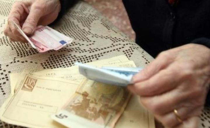 Truffe agli anziani in tutta Italia, blitz a Napoli: serie di arresti