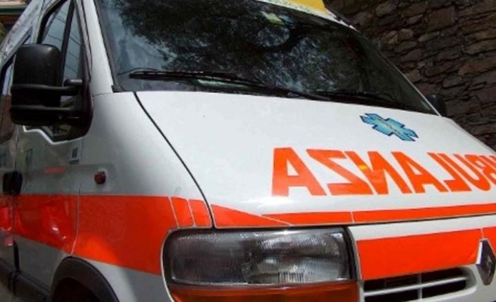 Sondalo, scontro frontale in galleria: 4 feriti gravi, in ospedale un'intera famiglia